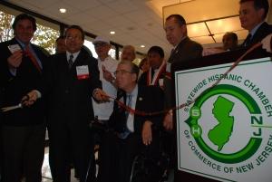 Con el Cónsul del Perú en Nueva Jersey y Pensilvania, José Benzaquen, Daniel Jara y Harry Ayala en la inauguración de la Convención de la Cámara Estatal Hispana de Nueva Jersey (SHCCNJ) del 2011. FOTO: ALEJANDRO ROMAN/LA NACION MAGAZINE