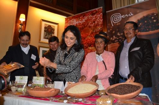 NADINE HEREDIA EN NUEVA YORK... La Primera Dama del Perú participó el martes 19 en la Americas Society en un encuentro con los productores de Quinua y el miércoles estuvo en las Naciones Unidas de la declaración oficial del 2013 como Año Internacional de la Quinua. FOTOS: ALEJANDRO ROMAN/MetroLatinoUSA