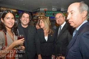 El Cónsul del Perú en Nueva York, Fortunato Quesada, compartiendo con Gastón Acurio y otros invitados.