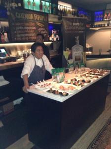 Victoriano López, Chef de La Mar Restaurant NY, se lució con la presentación de potajes a base de Quinua.