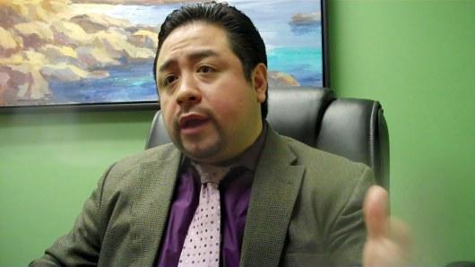 César Malqui, experto en impuestos y agente enrolado ante el IRS, dijo que el error de una compañía grande ha perjudicado a muchos contribuyentes.