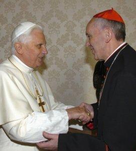 Jorge Bergoglio con el entonces Papa Benedicto XVI en el 2007.