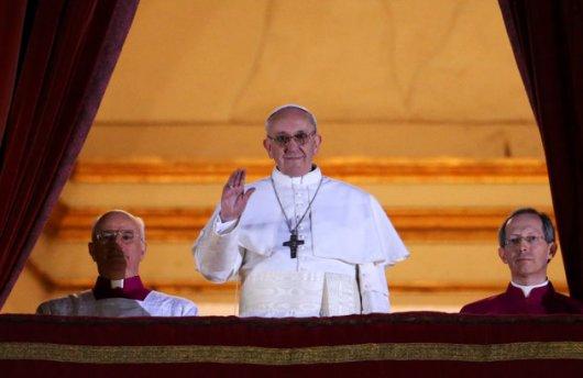 El Cardenal argentino Jorge Mario Bergoglio se convirtió en el Papa Francisco que liderará a los 1,200 millones de católicos del mundo. Primer jesuita, primer Papa no europeo y primer Papa latinoamericano.