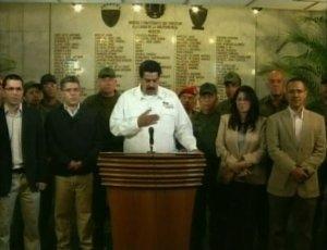 Imagen tomada del vídeo de VTV del momento en que el vicepresidente de Venezuela, Nicolás Maduro, anunció en cadena nacional el fallecimiento del presidente Hugo Chávez, víctima del cáncer que le aquejaba, este 5 de marzo de 2013. REUTERS