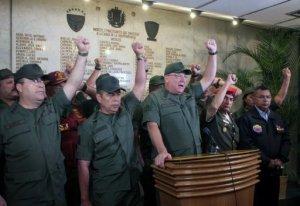 """El jefe del comando estratégico operacional de las Fuerzas Armadas de Venezuela, mayor general Wilmer Barrientos, aseguró este martes que hay """"plena normalidad"""" en el país, pese al fallecimiento del presidente Hugo Chávez en Caracas tras luchar contra un cáncer desde 2011. (AFP)"""