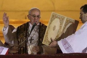 La primera bendición papal de Francisco luego del anuncio oficial el miércoles.