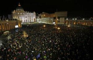 La Plaza San Pedro del Vaticano al anunciarse la elección de nuevo Papa.