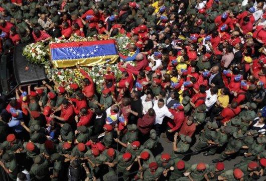 PROCESION PASEANDO A CHAVEZ