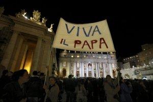 Con un 'Viva el Papa' los católicos celebraron la elección de Francisco.