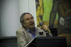 El poeta terminó sus recitaciones con el poema 'El Ojo de la Ballena', de su libro 'Diario de Sueños' sobre la violencia en México.