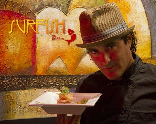 El Chef Miguel Aguilar, nacido en Lima, goza de un gran prestigio internacional en competencias gastronómicas con la presentación de exquisitos platos peruanos.