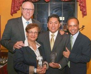 Los congresistas Luis Gutiérrez, de Illinois, y Joe Crowley, de Nueva York, respaldaron la iniciativa del activista de Queens, Kilder Fuentes, quien fue reconocido recientemente junto a Miriam Rolón.