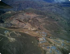 La minera peruana COMARSA informó que las autoridades judiciales de los Estados Unidos desestimaron un caso que se le siguió que llevaron a embargarle cuentas bancarias en este país que impidieron la exportación y comercialización del oro que se extraía en el Perú.