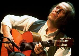 El guitarrista Paco de Lucía falleció de un ataque cardíaco cuando se encontraba en Cancún, México, la mañana del miércoles 26 de febrero 2014.