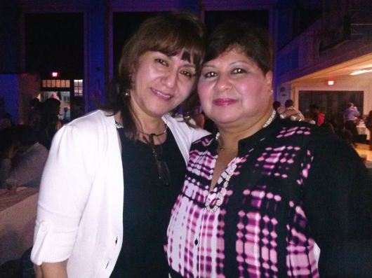 Ana Placencia, presidenta de Peruvian Civic Association, junto a Rosa Arbulú, de NuestraGenteDigital.com