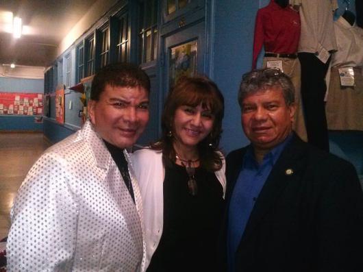 El cantante peruano, José Luis Salazar, junto a la presidenta de PCANJ, Ana Placencia, y el periodista de El Diario La Prensa de Nueva York, Manuel Avendaño