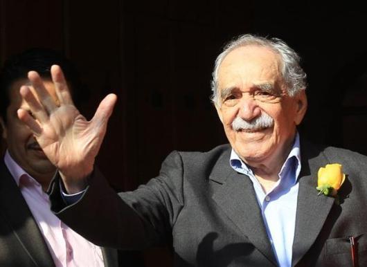 El escritor colombiano Gabriel García Márquez en esta foto del 6 de marzo de 2014, cuando saludó a admiradores y periodistas frente a su casa en Ciudad de México. Había cumplido 87 años de edad.