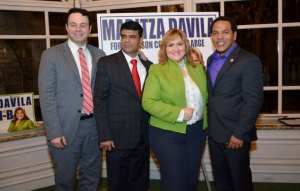 Maritza Dávila junto al Presidente del Concejo Municipal, Andre Sayegh, y el concejal por el Quiinto Barrio de Paterson, Julio Tavarez.