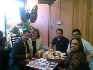 """""""Yo soy su amigo, yo soy su 'kausita', yo soy un hombre del pueblo"""", dijo Rigo Rodríguez durante el desayuno en el que recibió el respaldo de un amplio grupo de peruanos."""