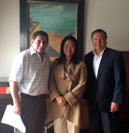 La lideresa de Fuerza Popular, Keiko Fujimori se reunió en días recientes con los miembros de Ofensiva PEX Norberto Curitomai y Felipe Reinoso para tratar temas que afectan a los peruanos que residen en el exterior.