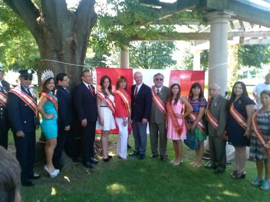 La Peruvian Civic Association of New Jersey (PCANJ) que preside Ana Placencia, presentó a las personalidades Las personalidades del Desfile Peruano de Kearny durante el izamiento de la bandera peruana realizado este sábado 12 de julio en la Municipalidad de Kearny.