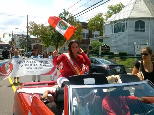 Nilda Rosario, presentadora del segmento del Tiempo en Noticias 41 Univision, fue la Madrina Internacional del Desfile Peruano de Kearny.