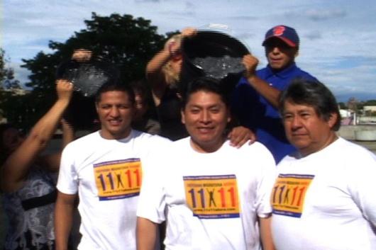 Con un cubetazo de agua helada, los tres hispanos esperan fortalecer la conciencia por una reforma migratoria para favorecer a 11 millones de indocumentados.