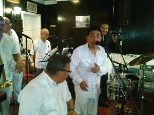 Pocho Bracamonte, el cantante peruano de larga trayectoria musical -que se inició con el grupo Los Girasoles y formó parte de otras grandes orquestas, como la de Rulli Rendo, Santiago Silva y Los Pakines- nos deleitó con su orquesta integrada por famosos músicos de la Fania All Starts.
