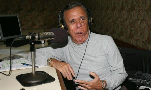 """Lucho Delgado Aparicio condujo por años su programa radial MAESTRA VIDA, donde popularizó su tradicional saludo """"Saravá!"""""""