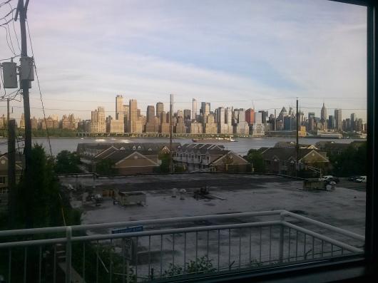 """Una espectacular vista de Manhattan a través del """"Marinero Grill"""" de West New York, escenario de la exitosa actividad."""