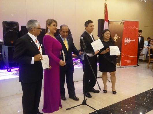 El Cóndor de Oro, premio otorgado a peruanos destacados durante la Fiesta de Gala.