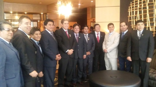 La delegación de regidores llegados desde diferentes distritos de Lima, junto al activista comunitario Nolberto Limo. Foto: NuestraGenteDigital.com