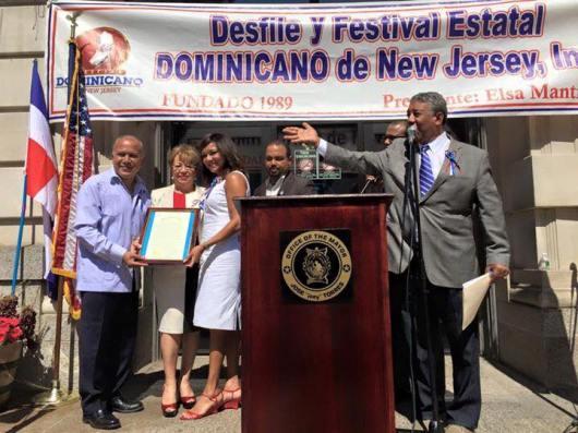 El izamiento de la bandera dominicana se realizó el sábado 5 de septiembre en el City Hall de Paterson, con la asistencia del Alcalde de la Ciudad, José
