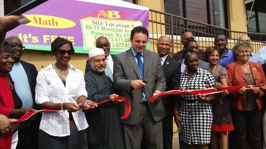 Corte de cinta que da por inaugurado el Nuevo Gilmore Memorial Preschool Site II en la avenida Montclair en South Paterson.
