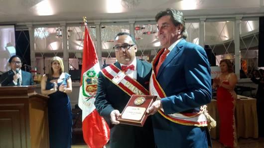 JOHNNY SCHULER GRAN MARISCAL DEL DESFILE PERUANO