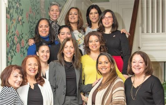 foto-tammy-murphy-y-mujeres-latinas-reunidas-en-red-bank-nj-1