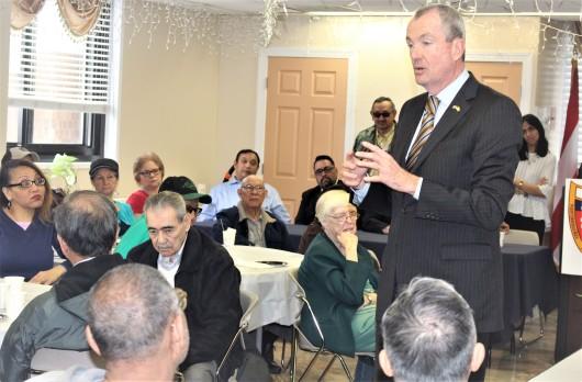 foto , PHIL MURPHY CON LOS PUERTORRIQUENOS EN PACO, FEBR 28