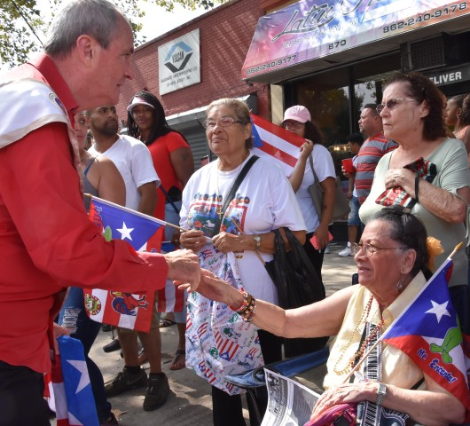 093017 Photo Phil Murphy and Puerto Rican women with flags